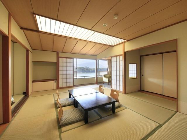 【客室一例】秀翠館 和室。ワンランク上のゆったりとした空間でお寛ぎください。