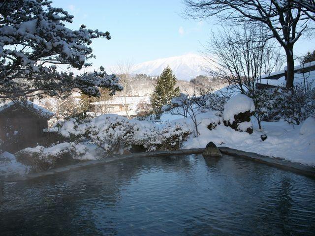【露天風呂・冬】岩手山を望む冬の露天風呂は格別です。