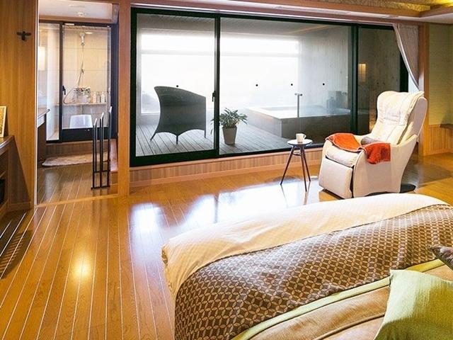【別邸うらら】露天風呂付客室 スイート「宙」一例 -リビングルーム-