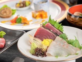 【ご夕食】会席に華を添えるお品書きにはバランスよく旬の食材を投入しております。