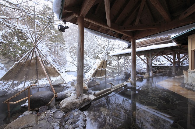広瀬川源流露天風呂は川のせせらぎを聴きながら、温泉をお楽しみいただけます。