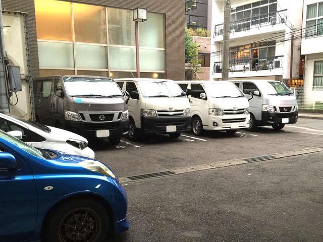 8台の敷地内駐車場(要予約)