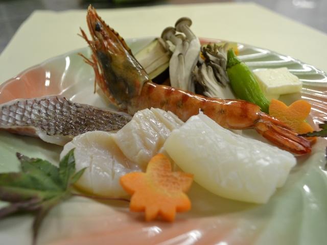 海鮮陶板焼き/メインは新鮮な魚介をあつあつ陶板焼きで