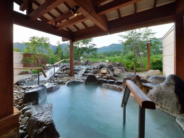 離れ湯 百八歩/露天風呂 開放感あふれる露天風呂で蔵王連峰・竜山を一望