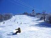 冬到来!!冬といえば・・・ウィンタースポーツの時期<br /> <br /> 川治温泉周辺のスキー場のご案内♪<br /> 【Edelweiss ・スキーリゾート】<br /> 2016/12/23(金)~2017/4/2(日)予定<br /> 初級者から上級者まで楽しめるイベント充実<br /> モーグルやクロス・ファミリーゲレンデなど<br /> 小さなお子様から大人の方まで遊べる!<br /> ワンちゃんも遊べるドッグランもご用意♪<br /> スキー場は有料の日塩もみじライン内にございます<br /> <br /> 当館よりお車で約40分(当館からの送迎は行っておりません)<br /> スキーをして冷えた体に当館の源泉で身も心も温まってみてはいかがでしょうか♪