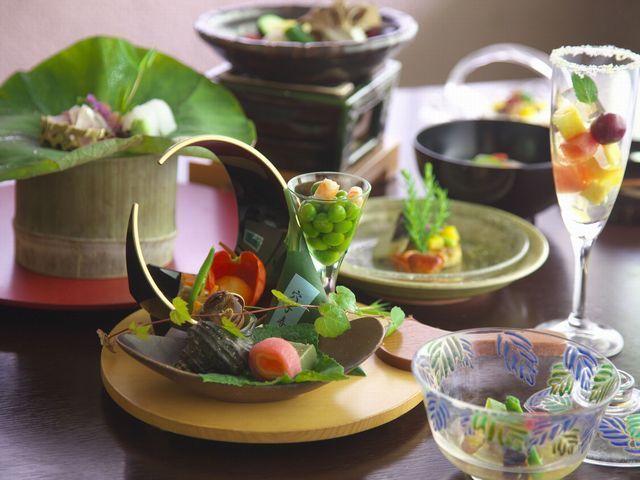 【お部屋食☆特別価格】 温泉旅館 ならではの贅沢を愉しむ。月替わり会席を「お部屋食」で