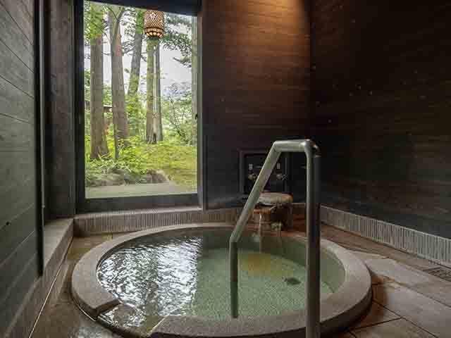 【お部屋食&貸切(家族)風呂で安心】自分のペースで気兼ねなくお食事を。貸切部風呂をゆったり楽しむ。