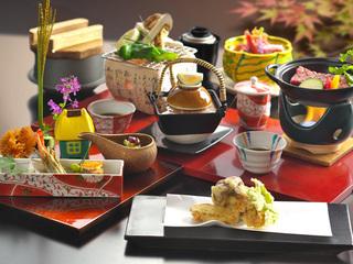料理長特製、9・10月限定の「松茸香る特別会席」一例。仕入れ状況等により日々献立は変更になります。