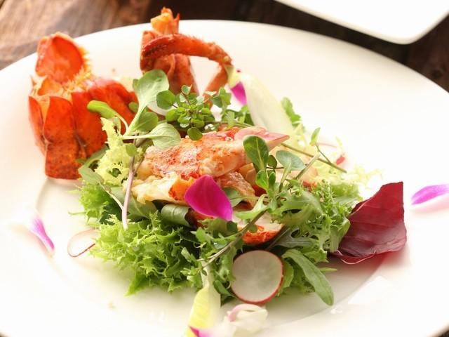 佐久の胡桃風味の活オマールのサラダ