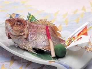 鯛の塩焼きをお祝いに添えて
