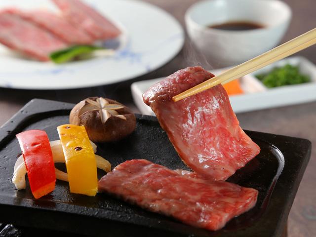 【お料理一例】かずさ和牛溶岩プレート焼き