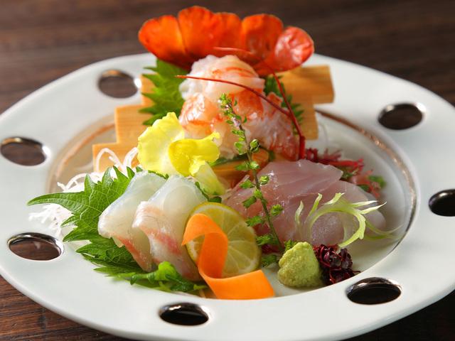 【お料理一例】伊勢海老と地魚2点盛