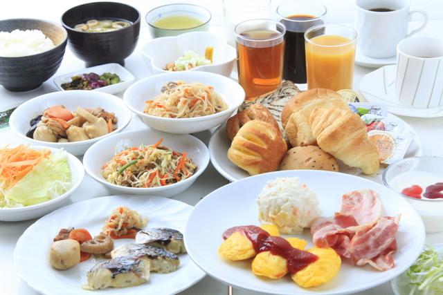 和洋食の朝食バイキングになります
