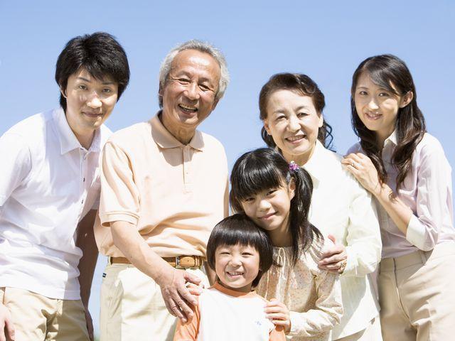 【2世代・3世代での家族旅行でお得!】<BR>70歳以上の方を同伴のグループ!お一人様最大2000円OFF/控えめ会席/食事場所おまかせ