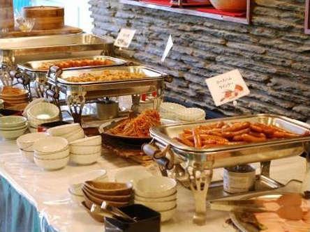 【朝食】その場で焼くあつあつの干物など嬉しいビュッフェスタイル2
