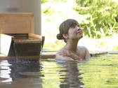 【月見の湯 露天風呂】四季の移ろいを肌で感じていただける、当ホテル自慢の露天風呂です。