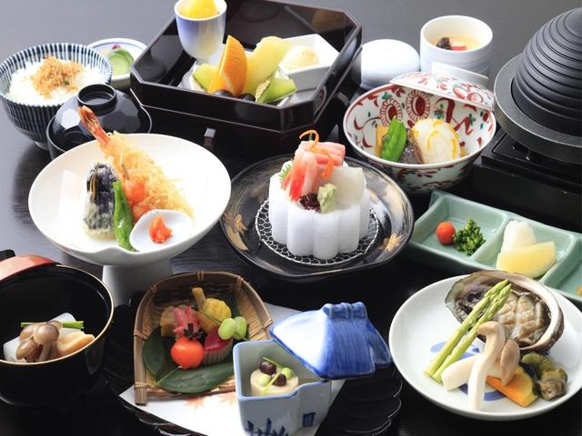 【ご夕食】鮑陶板焼付き懐石料理