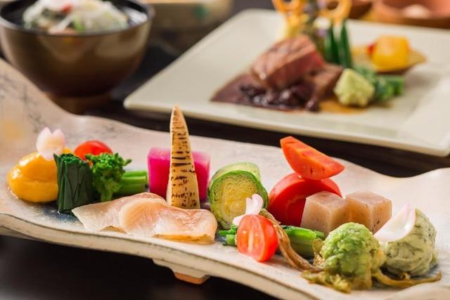 ★創作コース料理★厳選ステーキ・ヤマメの炭火焼・地野菜プレートが大好評
