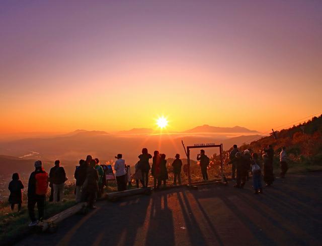 【夕焼けバスツアー&おぼろ月夜の館入館券付】日本の夕陽百選・見晴台の夕陽を見に行こう♪