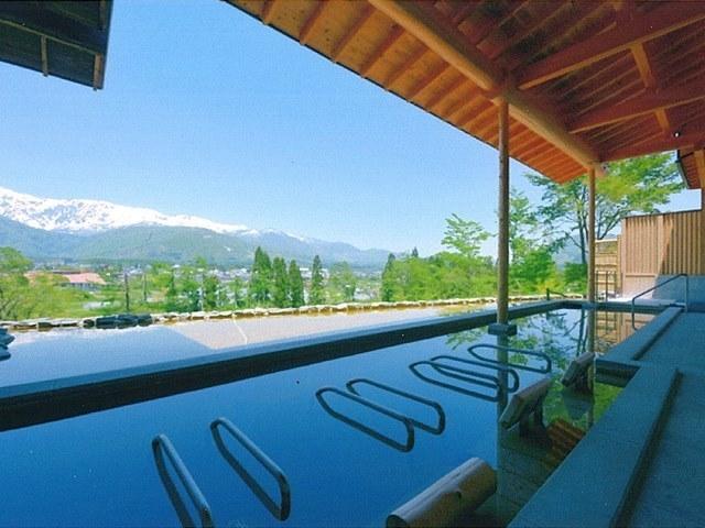 お湯は身体を温め、開放的な景色が心を温めてくれます