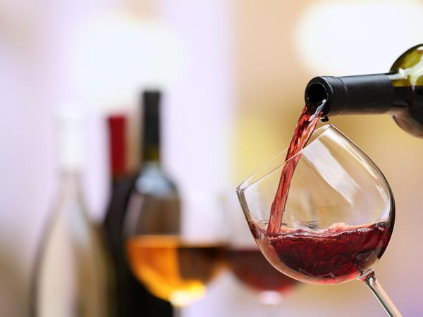 ソムリエ厳選ワイン3杯セット付きです。
