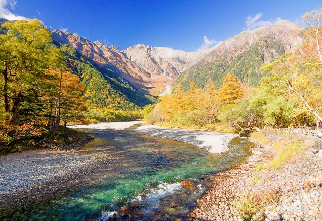河童橋から眺める秋の穂高連峰