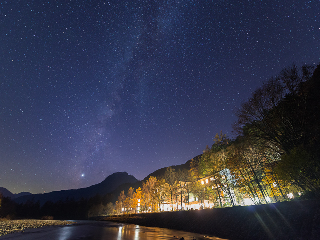 ルミエスタホテルと天の川(秋)