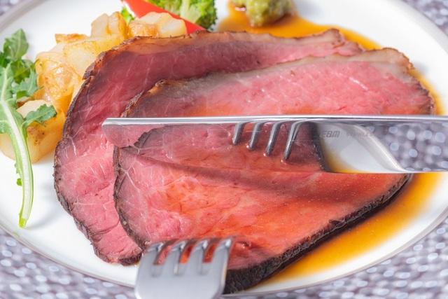 メイン料理 国産牛のローストビーフ