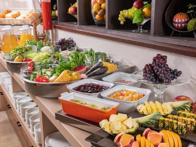 【朝食バイキング】新鮮なサラダとフルーツ♪
