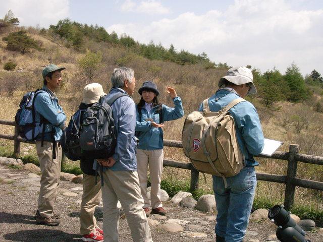 車山高原の大自然の中をインタープリターと歩く
