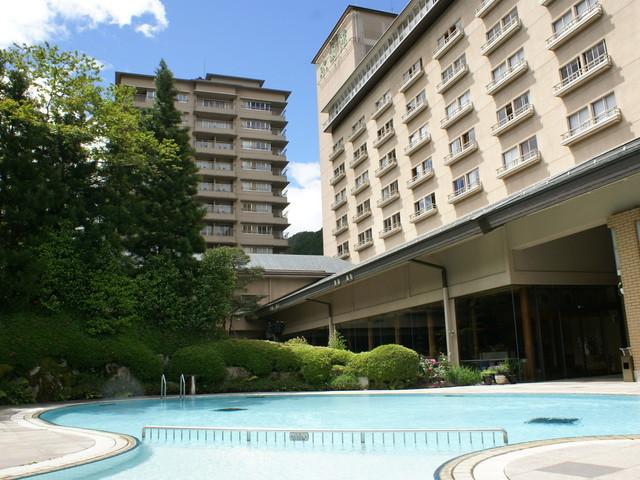 【外観】夏には屋外プールもオープン!