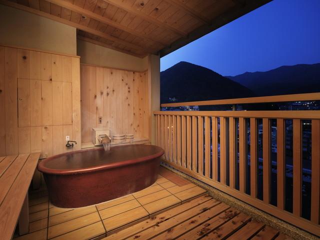 【臨川閣 露天風呂付(一例)】源泉かけ流しの下呂の湯をお部屋でお楽しみいただける贅沢なお部屋
