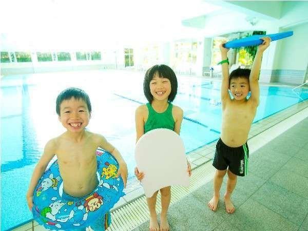 お気に入りの浮き輪を持ってプールへ♪思い出の夏休み☆