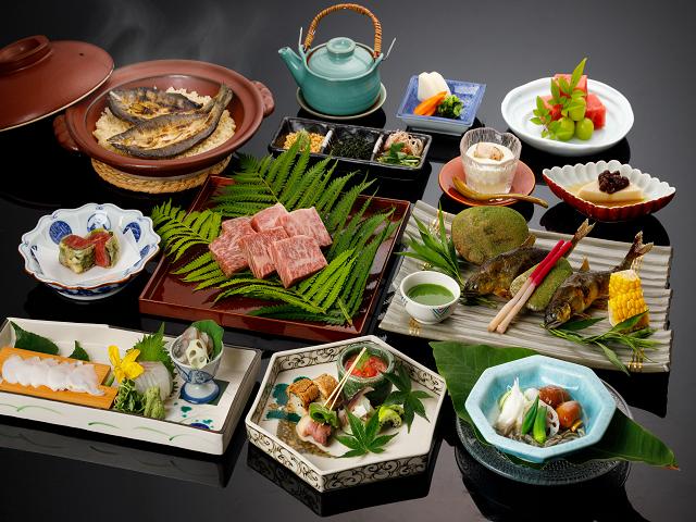 夏限定の「鮎」と「飛騨牛」会席 (飛騨牛や鮎料理は2人前)料理写真はイメージです