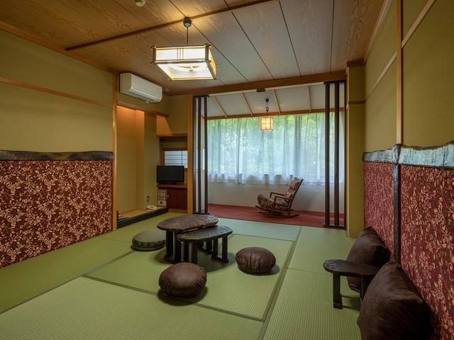 和室一例。お部屋ごとにBCウォールの柄を変えています。