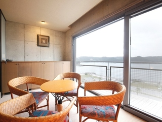 【HP限定 ご夕食コース】《黒潮海鮮》夕食・客室グレードアップ 和洋室宿泊プラン
