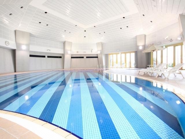 屋内温水プールは入場無料♪ 朝10時から夕方5時まで泳ぎ放題!チェックアウト日も12時までOK