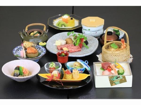 日本料理コース(イメージ)国産牛陶板焼き以外の献立は毎月メニューが異なります