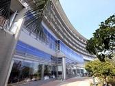 KKRホテル熱海は海を見下ろす高台にあり、全室から紺碧の相模灘を一望できます。