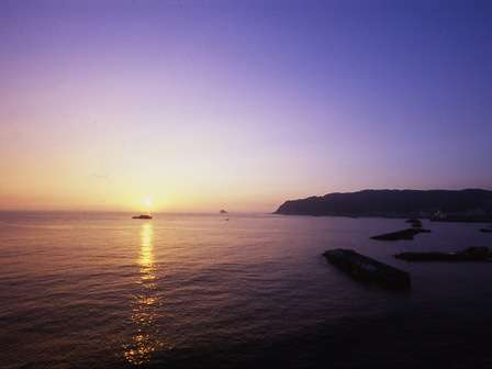 日の出の瞬間。ため息ものの絶景をご堪能ください。