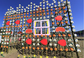 ♪皆様にご案内です♪<br /> 下田市のイベントで風の花祭りをご存知ですか?<br /> まどが浜海遊公園にて3/18~4/5まで、風と一緒に遊ぼうよ!幸せを運ぶ花の風車<br /> イベントが開催されております、市内の保育園・幼稚園児・小学生・中学生などが作った風車を<br /> 色々なレイアウトにて展示し、元気に風を捉えて春晴れの青空の下元気いっぱいにまわる風車を<br /> 見に来て下さい、きっと子供たちも喜びますお願い致します。<br />