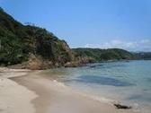 !いよいよ夏到来!<br /> 下田の海水浴場も7月15日より海開きとなりました<br /> 下田の海水浴場のご案内と遊泳情報になりますので<br /> ご利用ください。<br /> <br /> こちらの写真は海浜ホテルより徒歩10分程度の距離にあります<br /> 鍋田浜海水浴場です、奥まった入江の砂浜になり小さなお子様でも<br /> 十分に楽しめますのでご利用下さい。<br /> <br /> お問い合わせは<br /> 下田海浜ホテル  TEL 0558-22-2065まで
