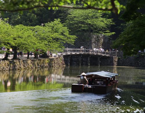 屋形船で彦根城内堀遊覧