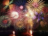 【琵琶湖花火大会】毎年8月に催されます。湖上で打ち上げられる約1万発の綺麗な花火は滋賀の夏の風物詩。