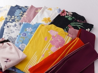 【レディースプラン特典】お好きな色浴衣をお選びいただけます。 着付けもお手伝いいたします。