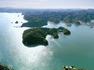 「紀の松島に浮かぶ天然温泉宿」。