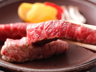 【夕朝食付】ランクアップ~鯛荒煮と牛肉の陶板焼き御膳(WIFI利用無料)