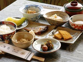 【小食の方のための】量より質!ご夕食控え目プラン◆部屋食(朝・夕)◆【添い寝無料】
