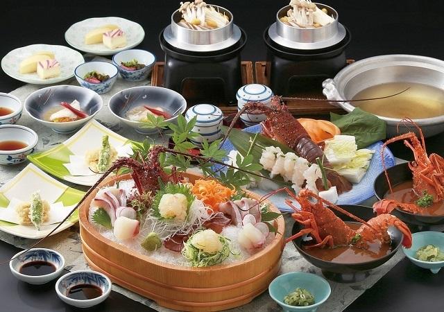 活き伊勢海老会席|秋からが旬の、身が締まったプリプリの伊勢海老の会席料理をご堪能ください。