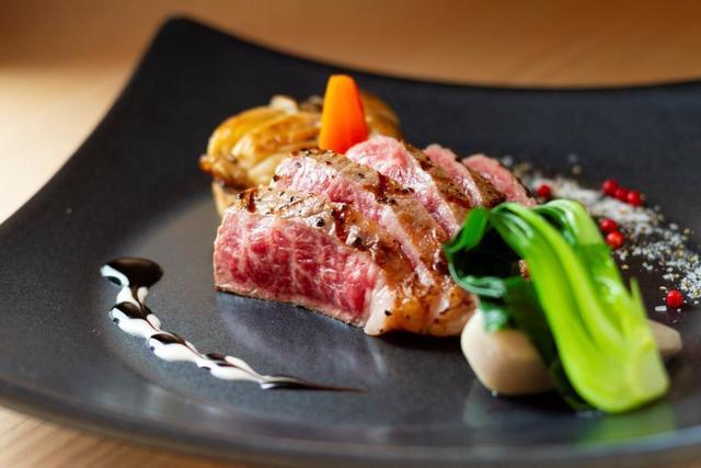 佐賀県産和牛ステーキです。(盛付や付け合わせは一例です)